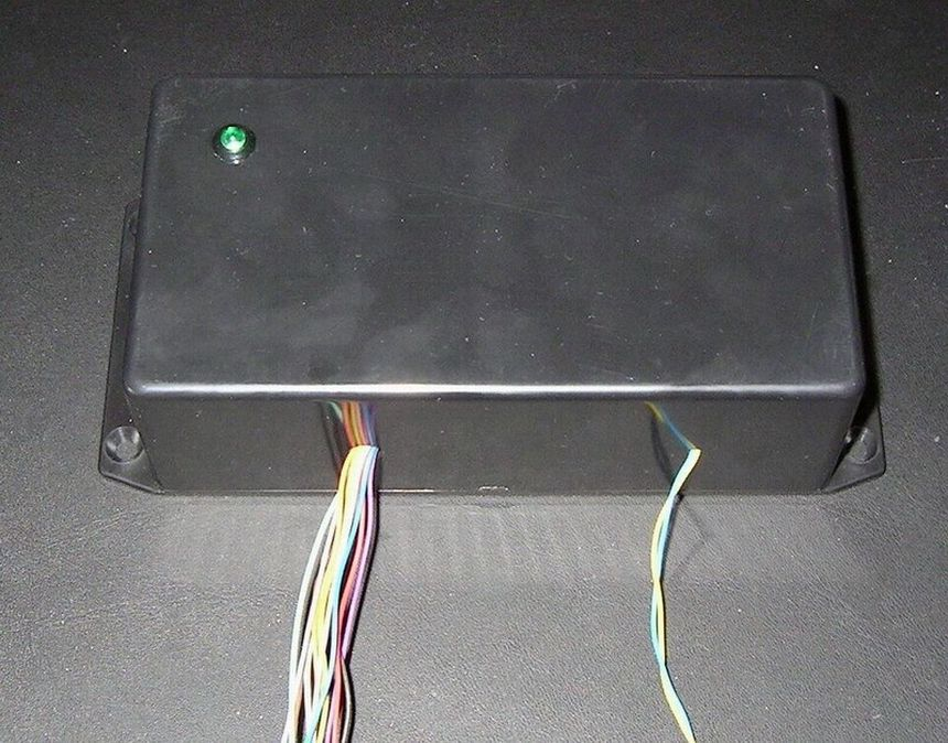 Power supply and fuse monitoring module, AVR