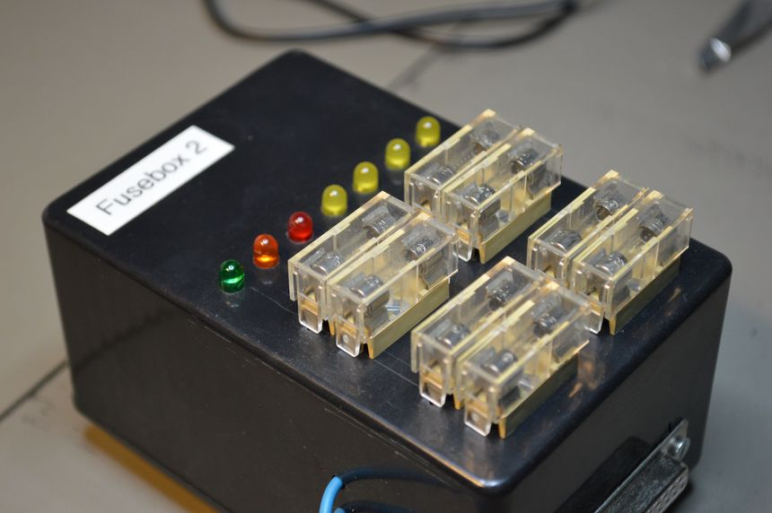 Monitored fuse box, 4 channels