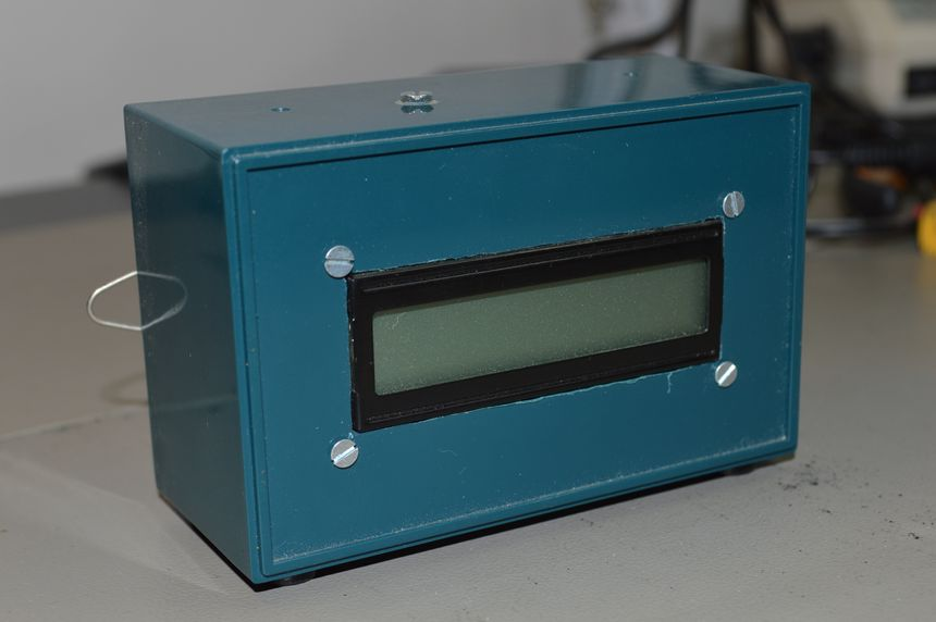 LCD unit driven by a computer parallel port