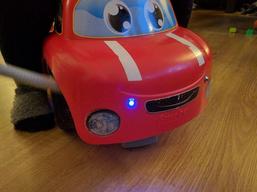 Mounting blue emergency LEDs on kids' walking car