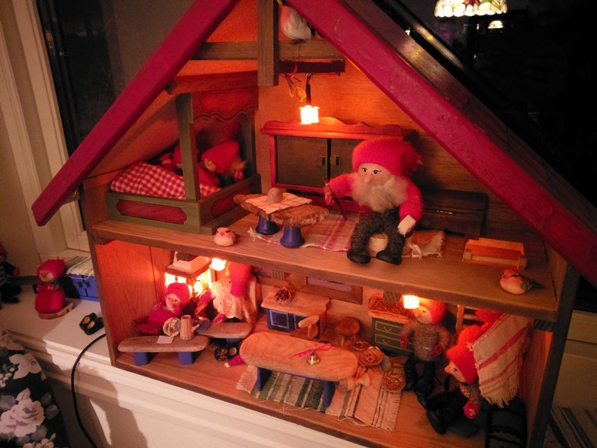 Putting flickering LEDs in christmas decoration