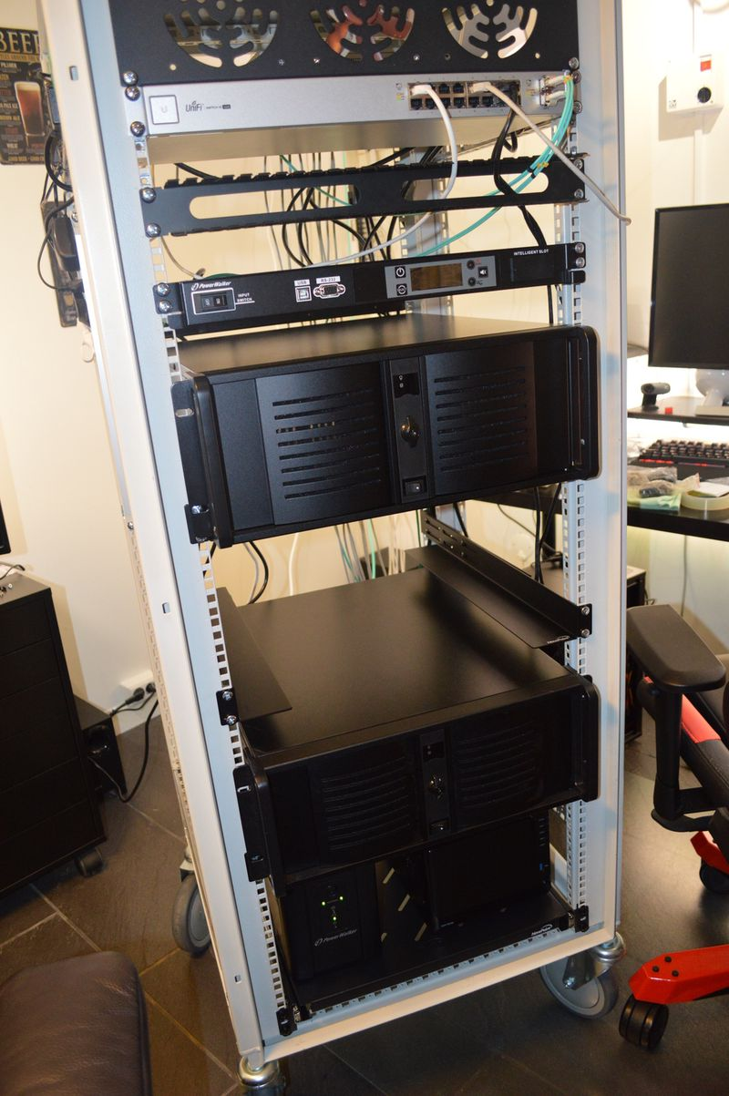 Added second server to computer rack