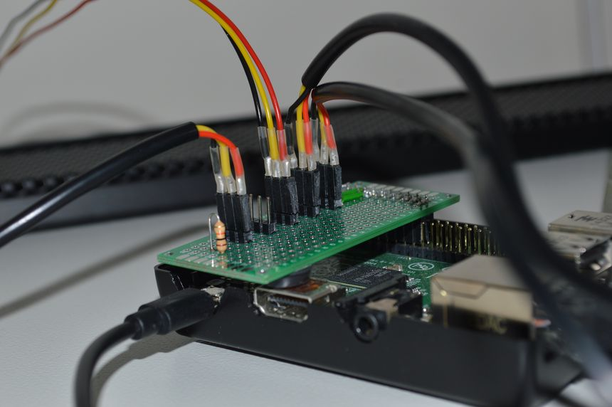 Raspberry Pi with DS18B20 temperature sensors