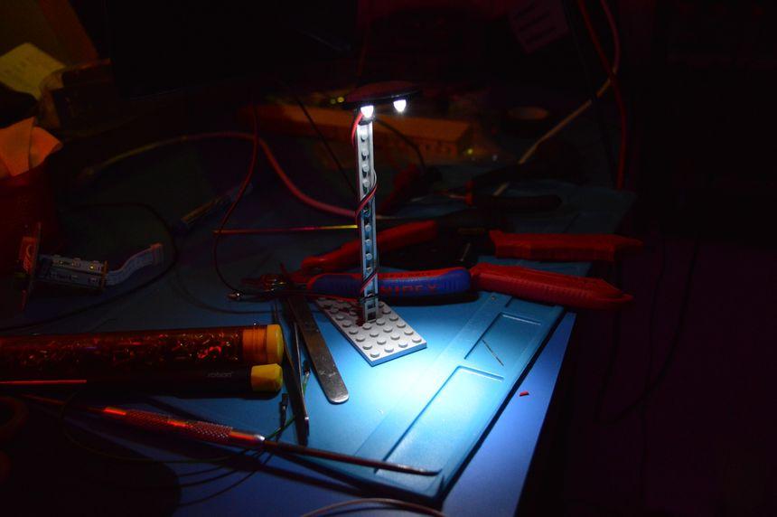 Making a simple LEGO LED street light