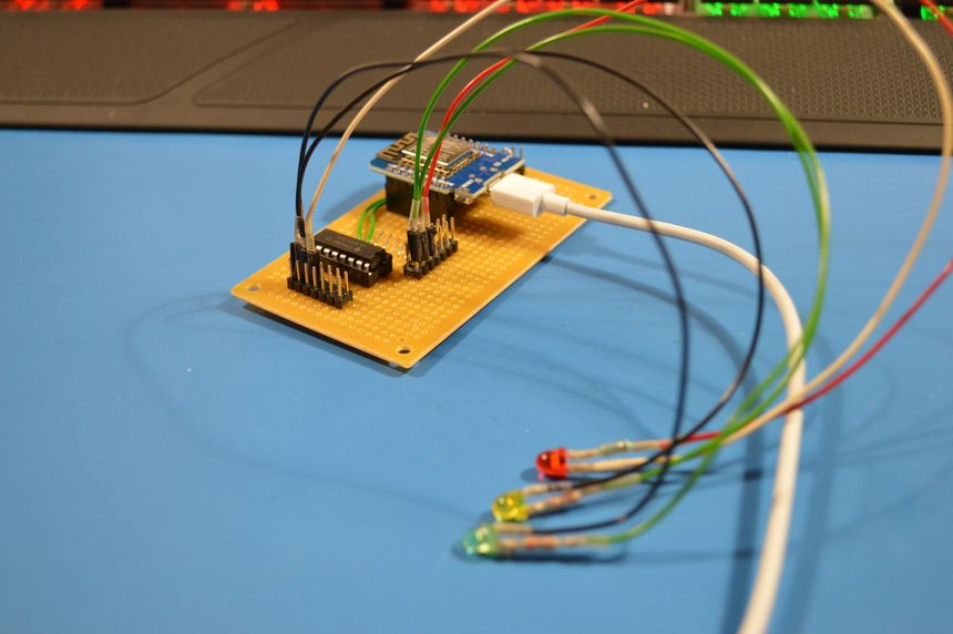 Two channel traffic lights controller — using Wemos